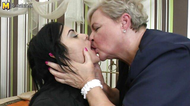 uma Japonesa marota e sexy a apalpar uma rata com um os melhores videos porno brasileiro pau-mais de-foder. Japanesemamas.com